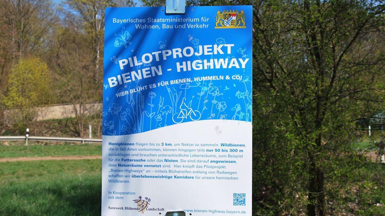 Erster Bienen-Highway bei Mainleus: Hinweisschild