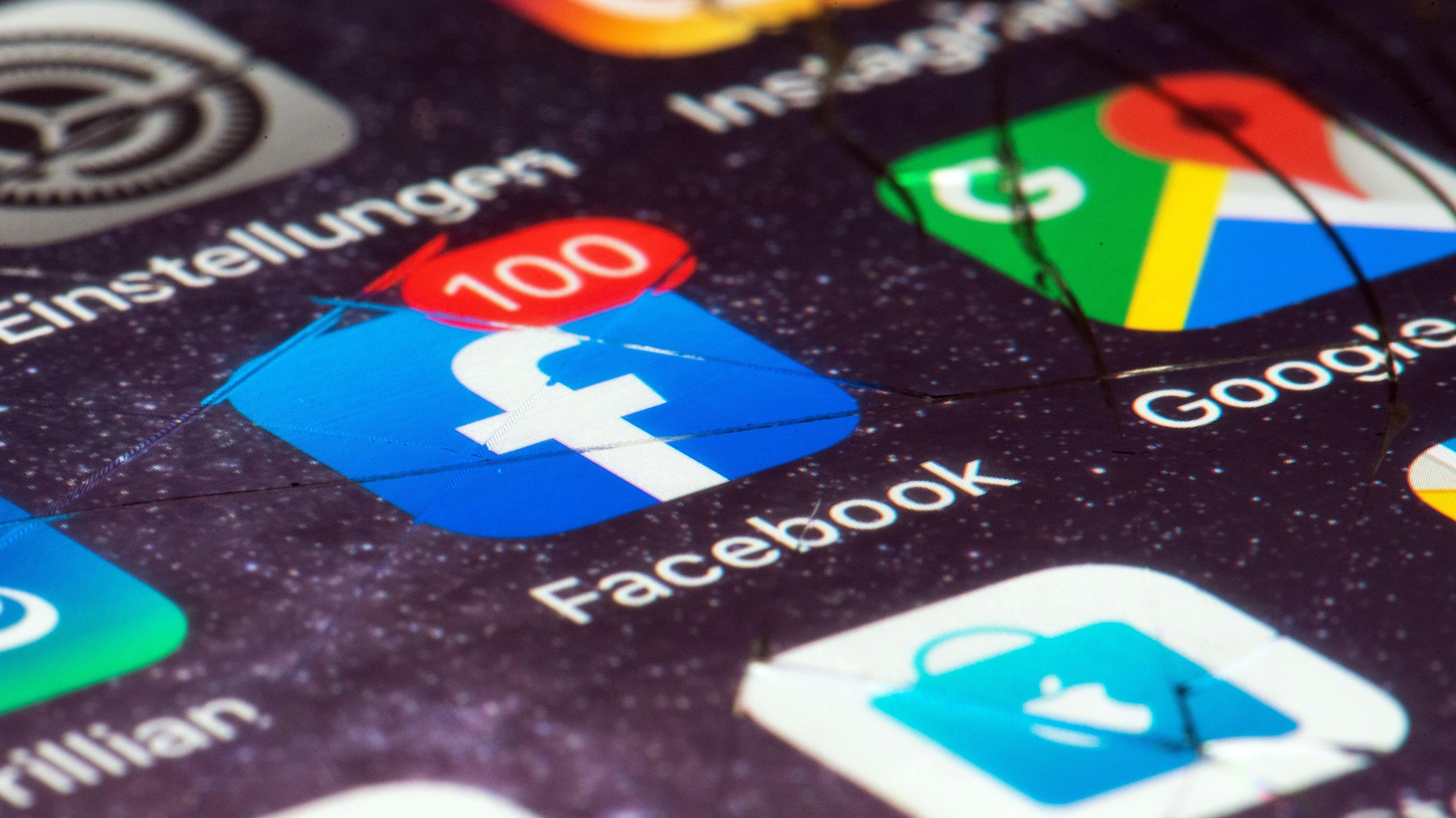 Symbolbild: Die Facebook-App auf einer Smartphone-Nahaufname