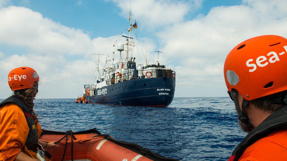 """Das Rettungsschiff """"Alan Kurdi"""" der Regensburger Seenotrettungsorganisation Sea Eye"""