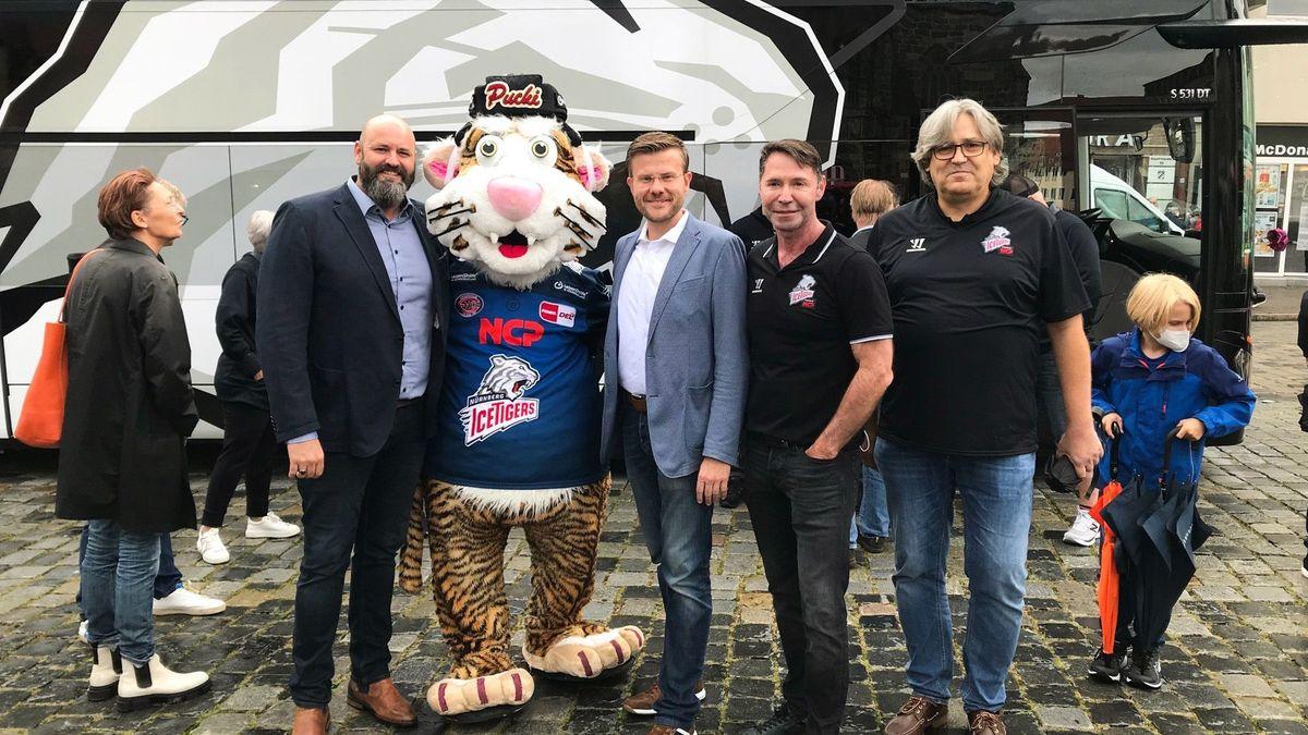 Am Hauptmarkt in Nürnberg gab es heute eine Sonderimpfaktion mit den Nürnberg Ice Tigers.