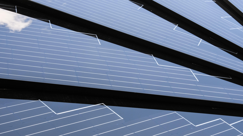 Solarzellen einer Photovoltaikanlage.