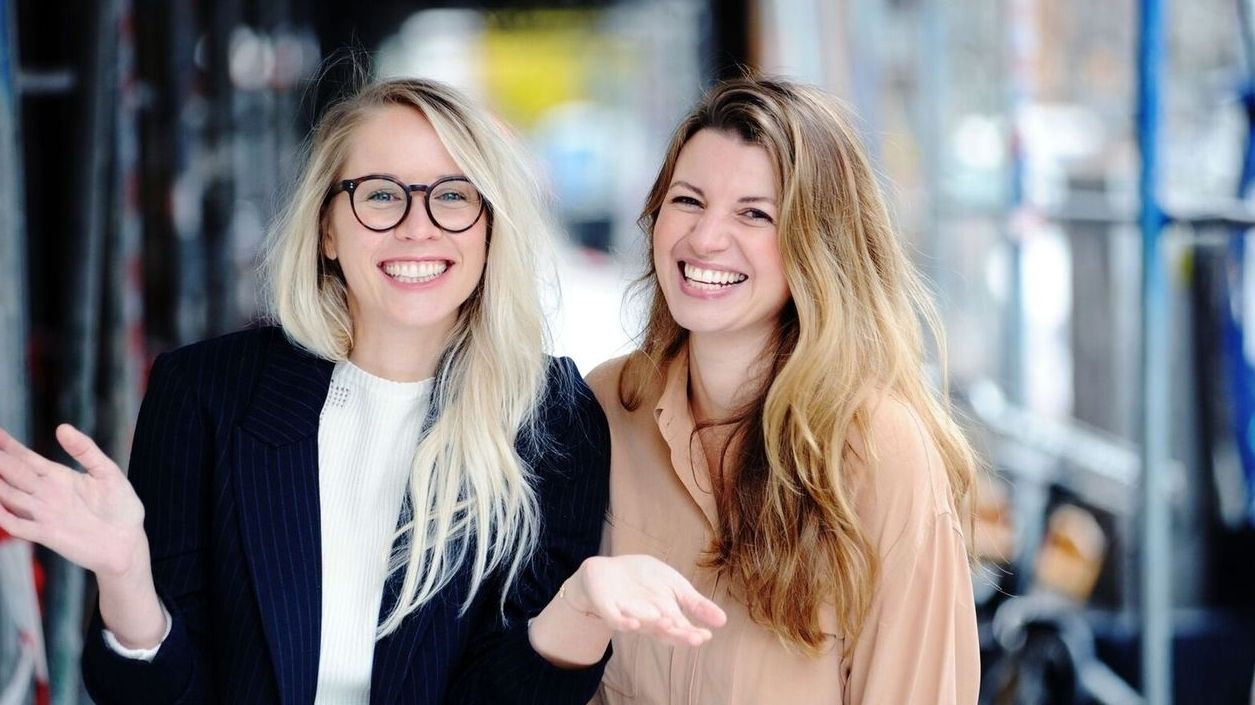 Die Gründerinnen von Edition F - Susann Hoffmann (links) und Nora-Vanessa Wohlert