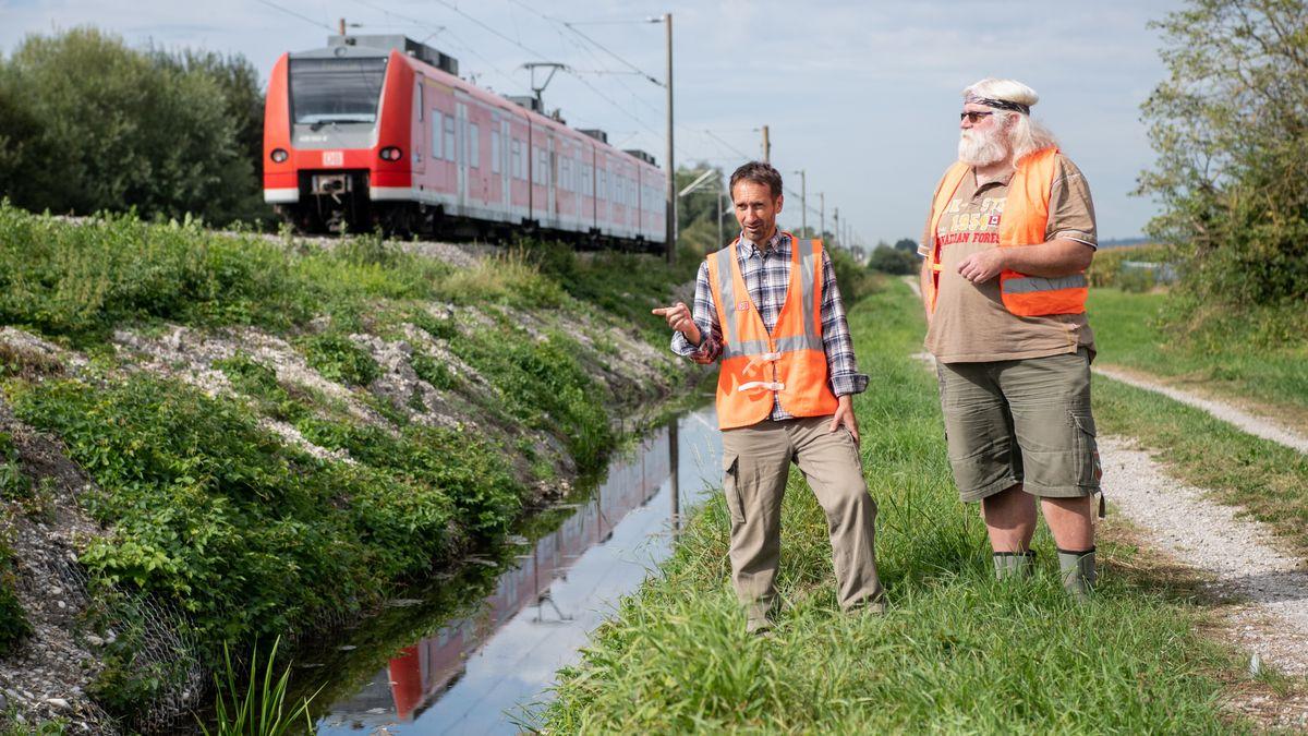 Michael Schmitt (l.) Biberexperte bei der Bahn, und Gerhard Schwab, Bibermanager des Freistaats Bayern