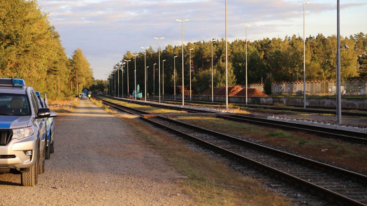 Der Blindgänger aus dem Zweiten Weltkrieg wurde in der Nähe eines Gleisbetts gefunden.