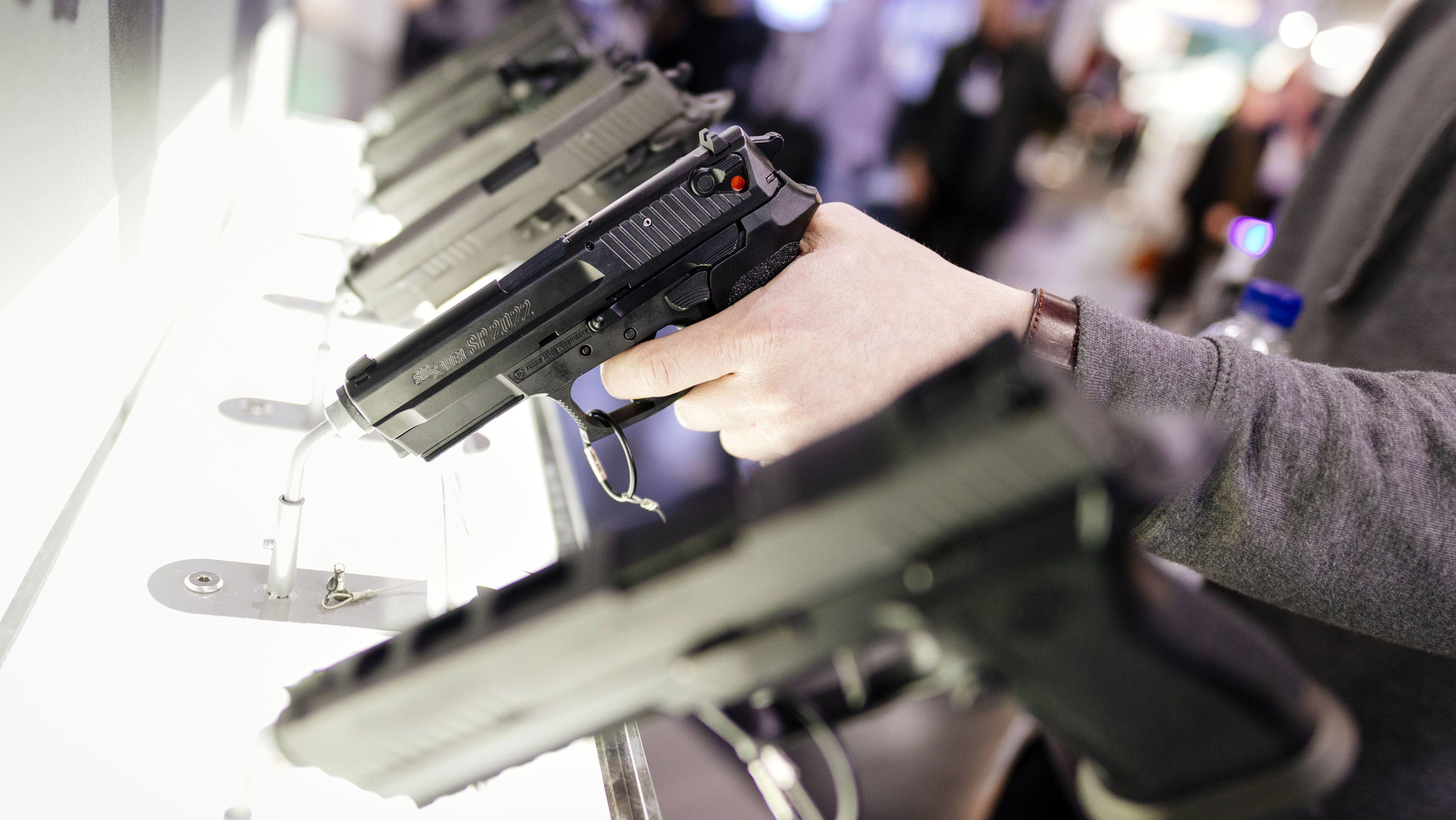 Pistolen von Heckler & Koch auf der Enforce Tac Polizei- und Sicherheitsmesse in der Nürnberger Messe.