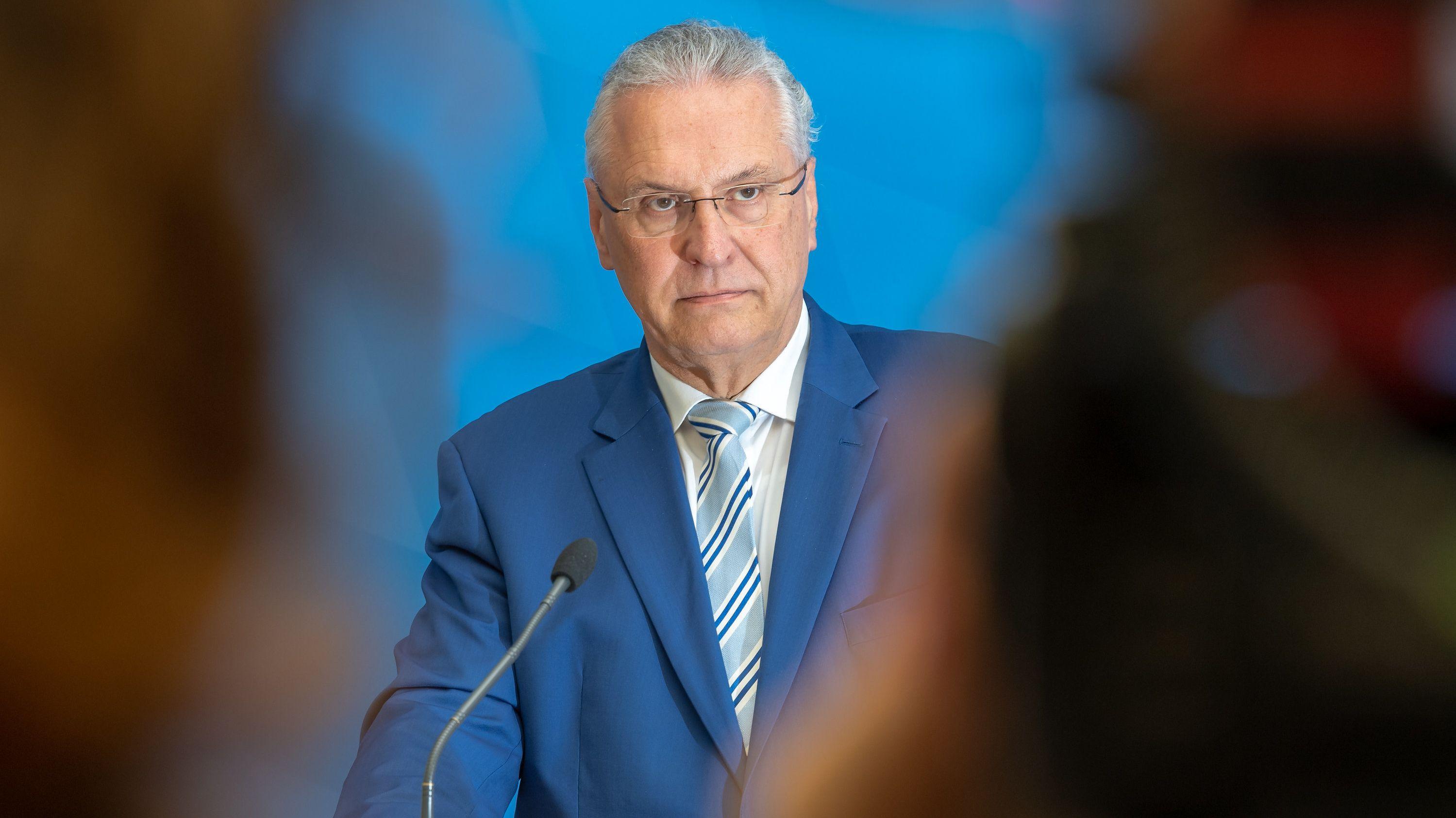 Innenminister Joachim Herrmann bei der Vorstellung des Verfassungsschutzberichts im Mai