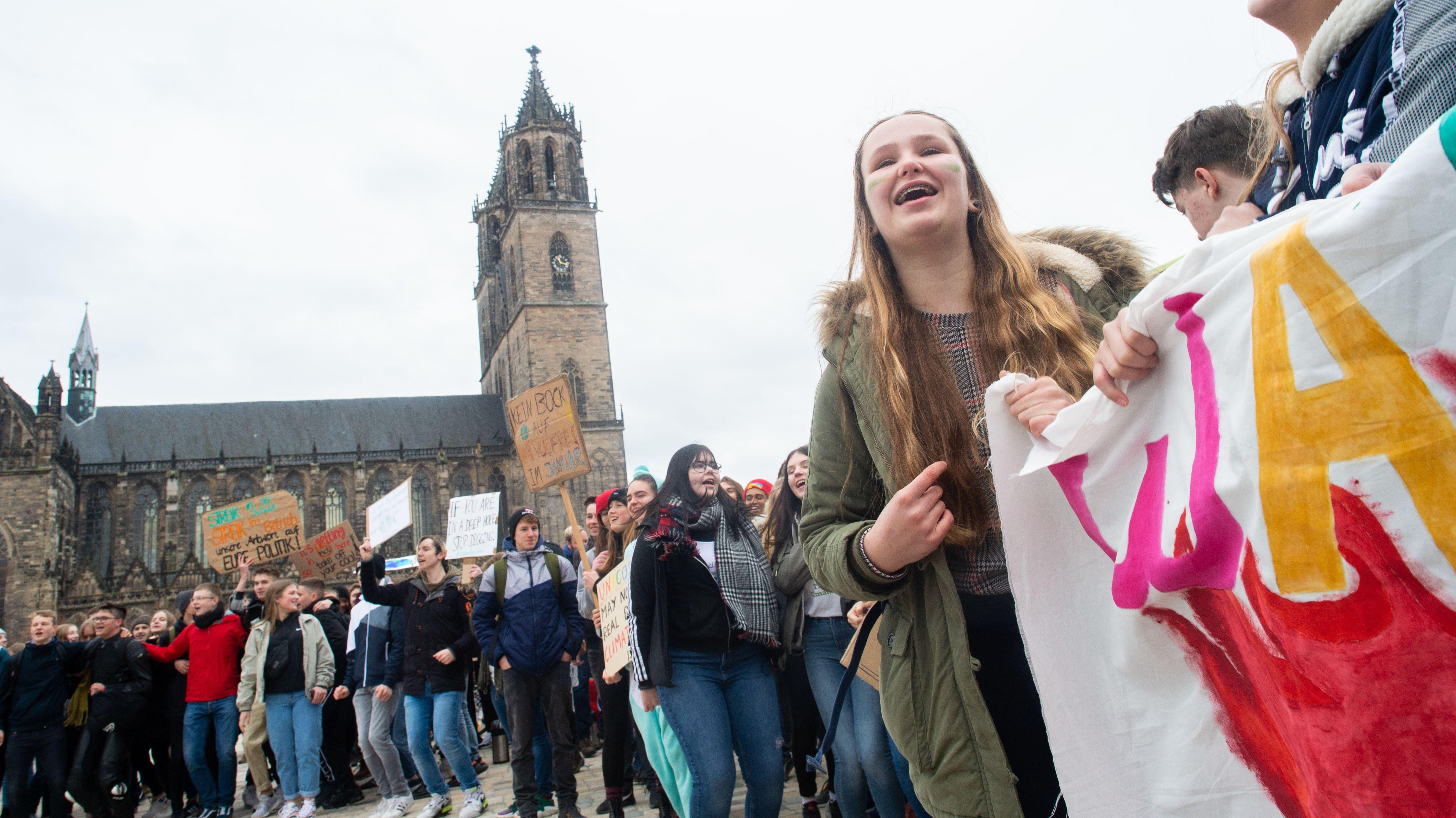 """""""Fridays for Future""""-Kundgebungen vor dem Magdeburger Dom"""