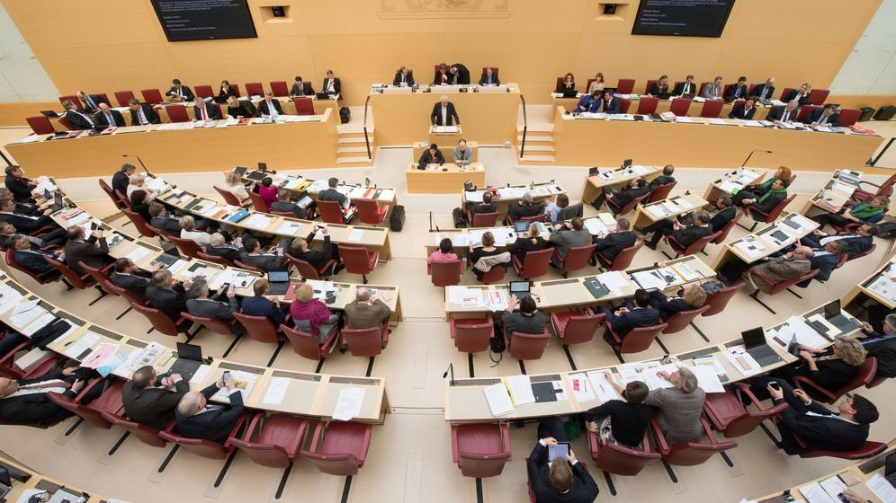 Der bayerische Landtag wird noch männlicher - der Frauenanteil geht erneut zurück | Bild:pa/dpa
