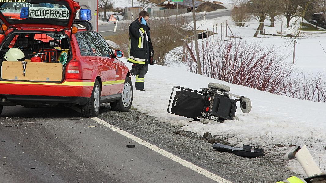Rollstuhlfahrer von Auto erfasst und getötet