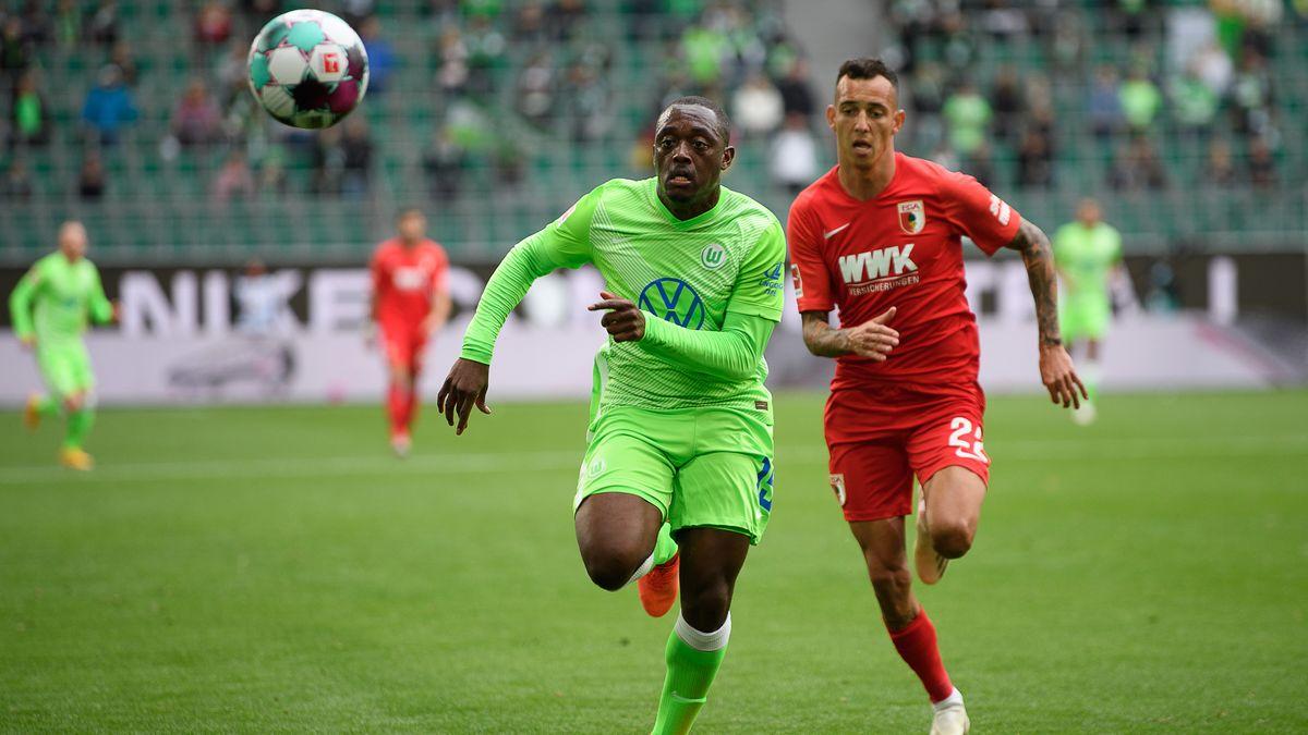 Spielszene aus der Partie zwischen dem VfL Wolfsburg und dem FC Augsburg