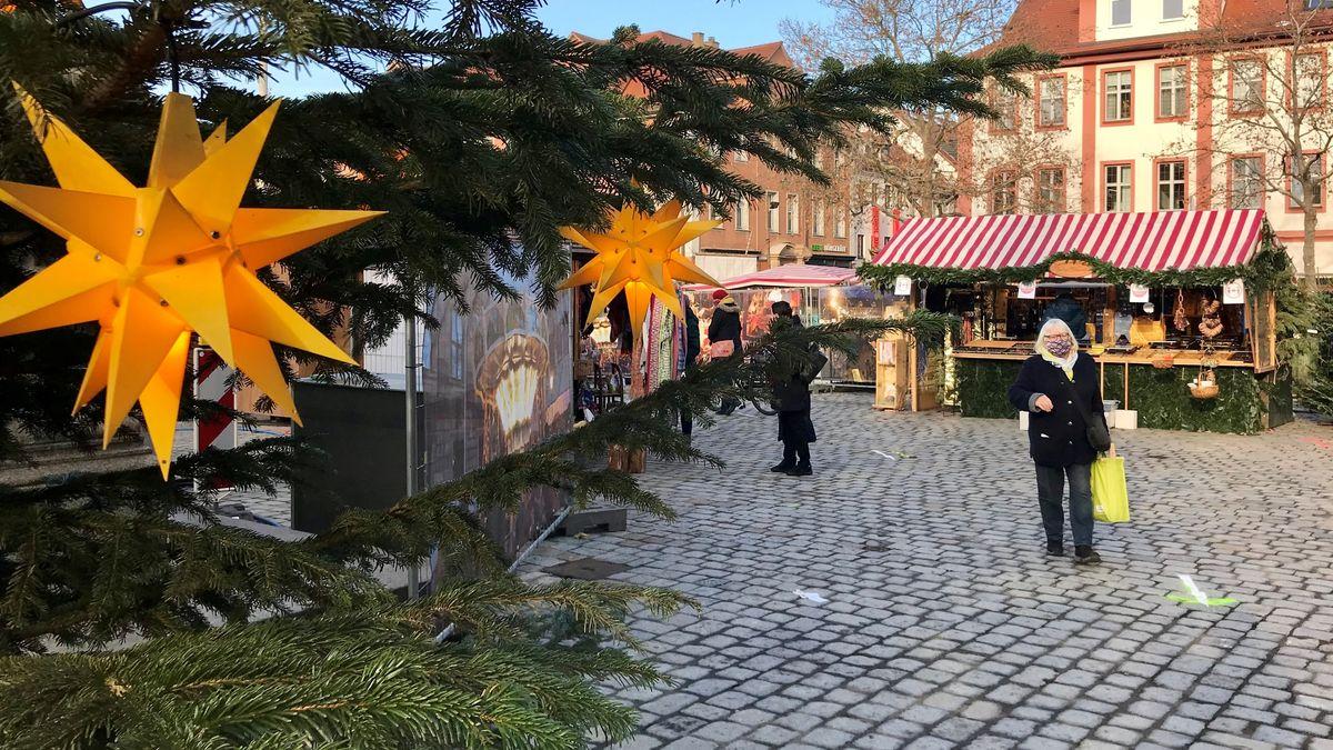 Weihnachtsbäume auf dem Erlanger Schlossplatz