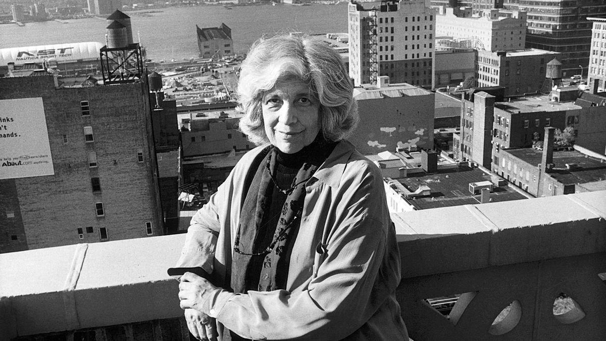 Susan Sontag auf ihrem Balkon in New York