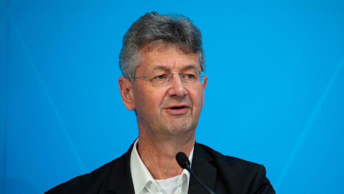 Bayerns Kultusminister Piazolo nach einer Pressekonferenz des Bayerischen Kabinetts.