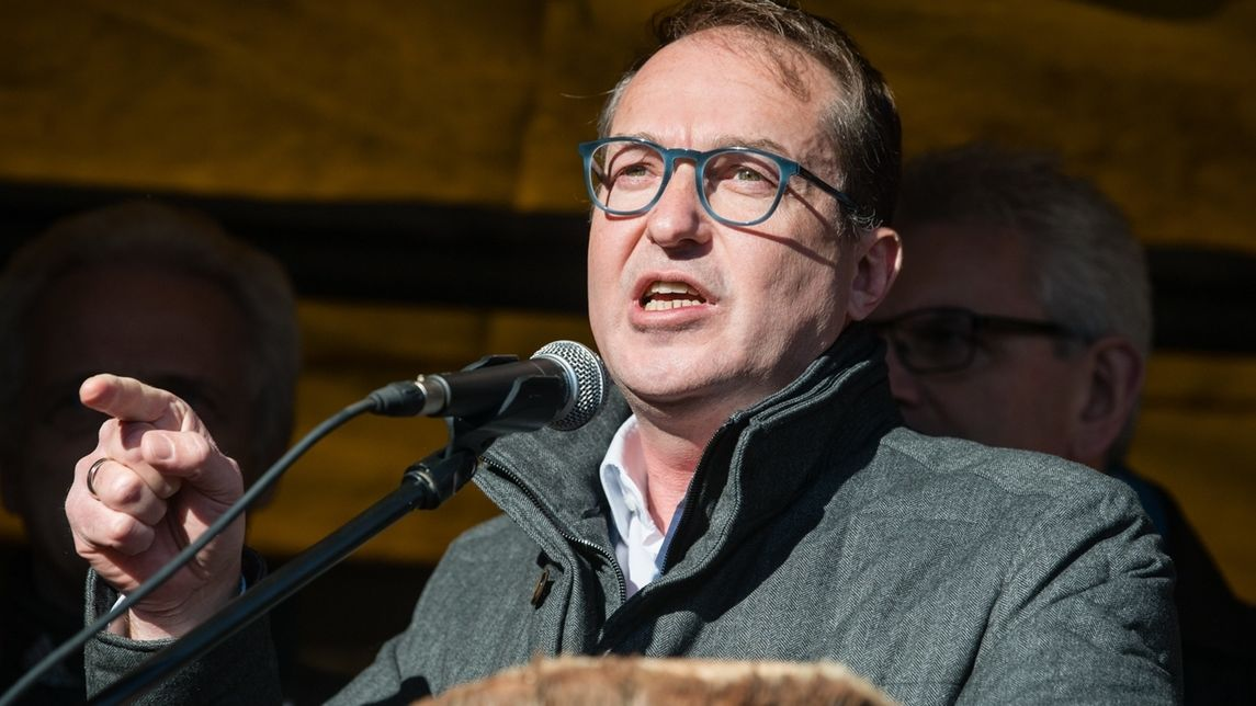 Alexander Dobrindt, CSU-Landesgruppenchef im Bundestag, bei einer Rede vor dem Kloster Seeon