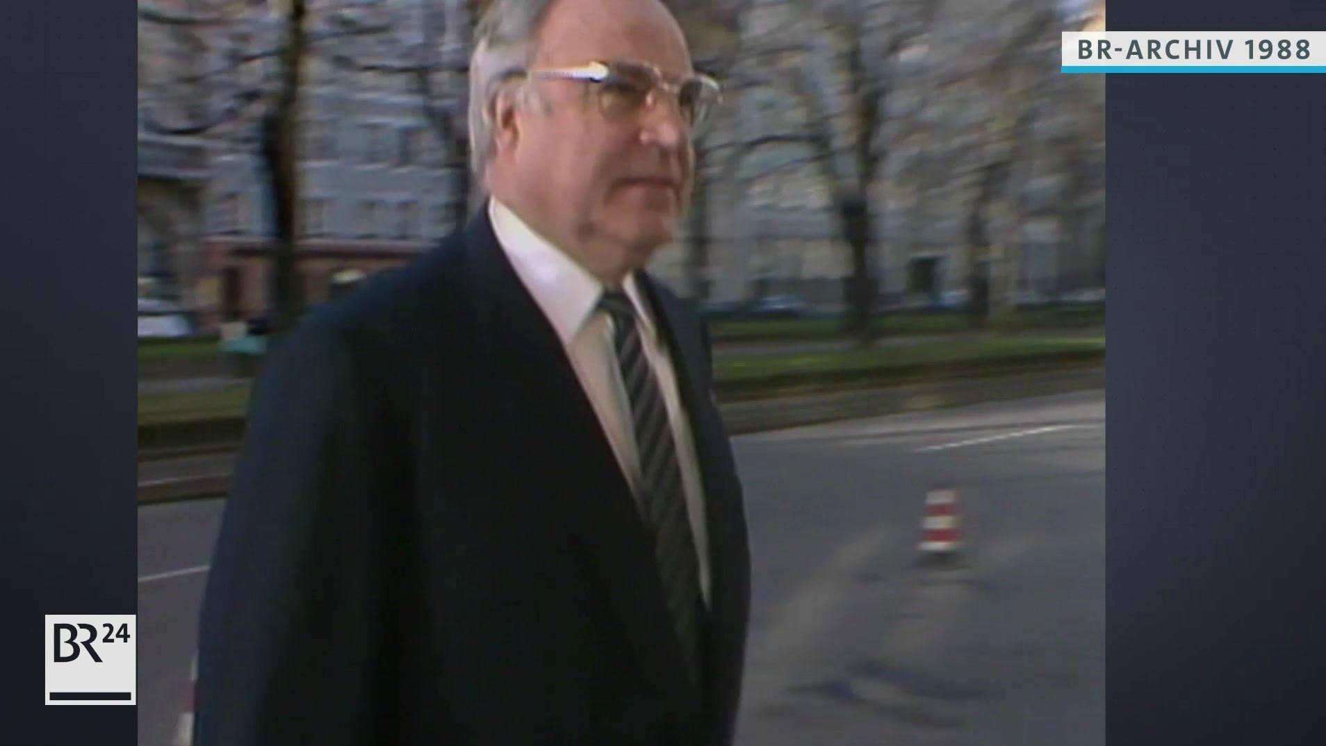 Bundeskanzler Helmut Kohl bei Ankunft am Tagungsort in München