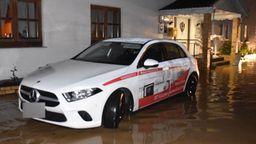 In Kopfsberg in der Gemeinde Iggensbach hat starker Regen zwei Gasthäuser komplett unter Wasser gesetzt | Bild:Zema-Medien