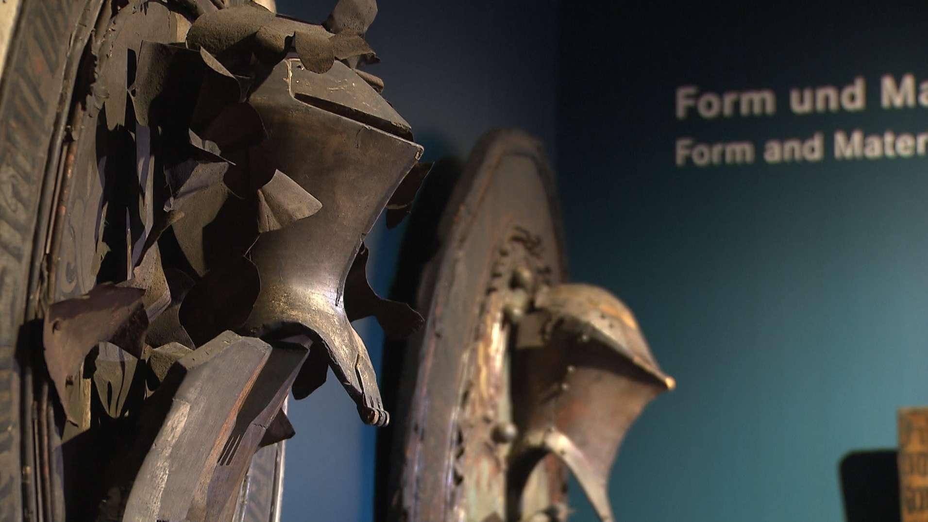 Das Germanische Nationalmuseum zeigt eine Sonderschau über Nürnberger Totenschilde aus dem Spätmittelalter.