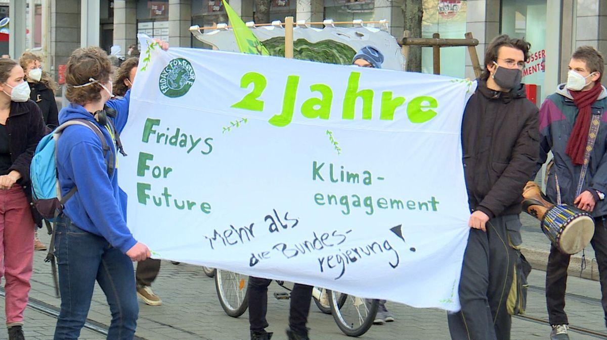 """""""Fridays for Future """"-Aktivisten demonstrieren in Würzburg"""