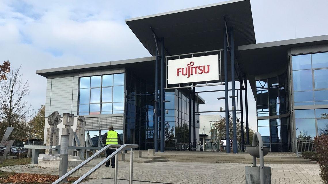 Der Eingang des Fujitsu-Werks in Augsburg