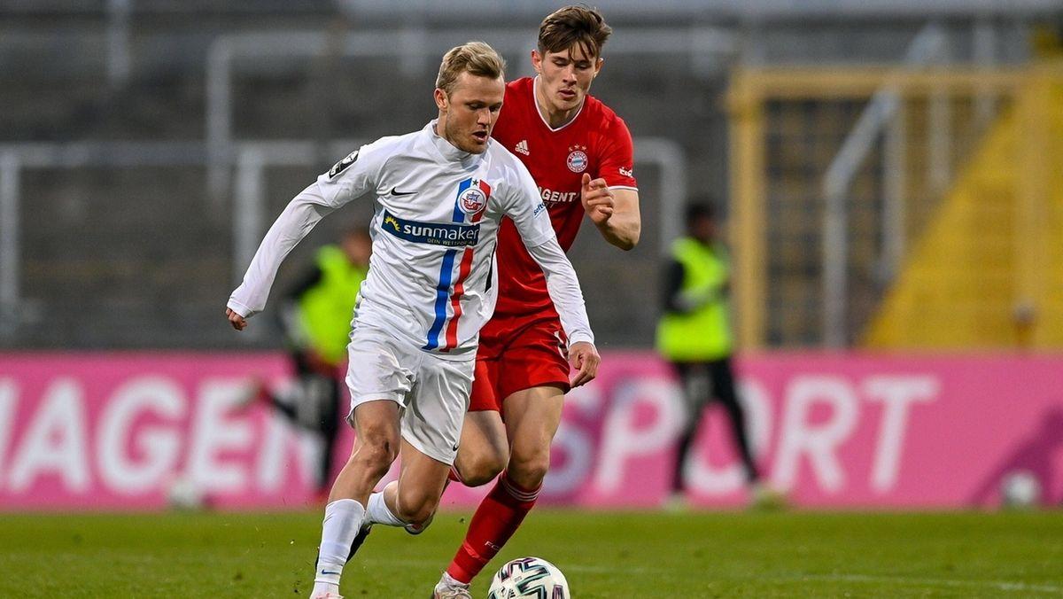 Spielszene in der Partie Bayern München II gegen Hansa Rostock