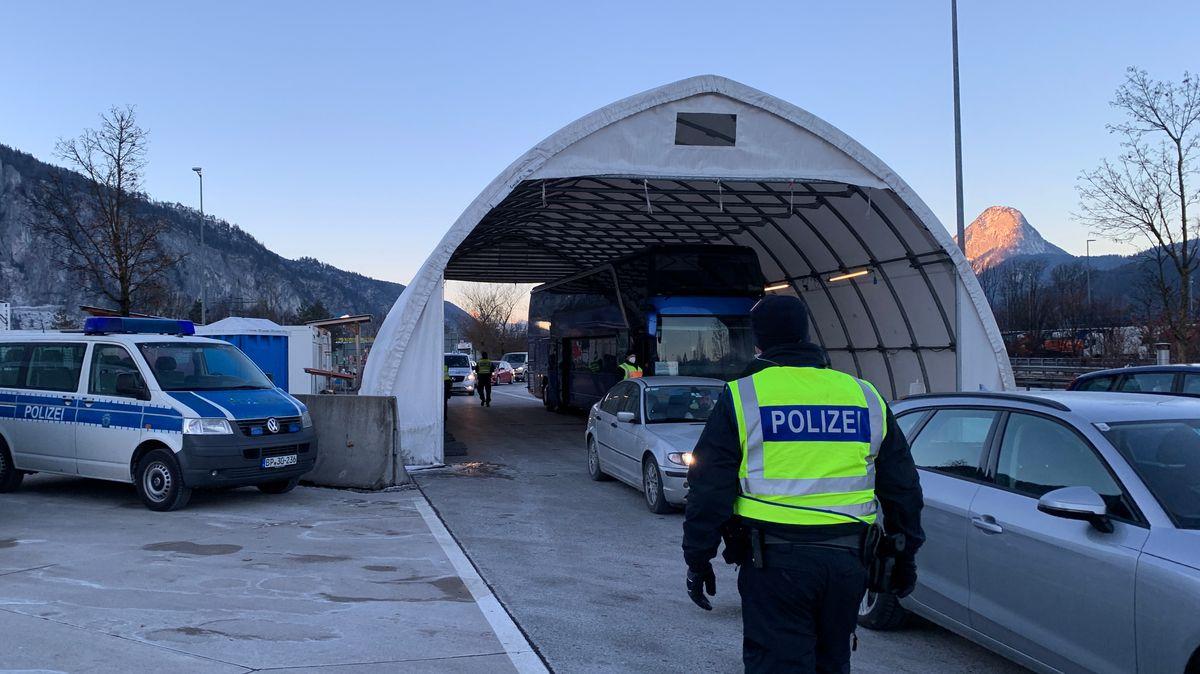 Die Bundespolizei Rosenheim kontrolliert am Grenzübergang auf der A 93