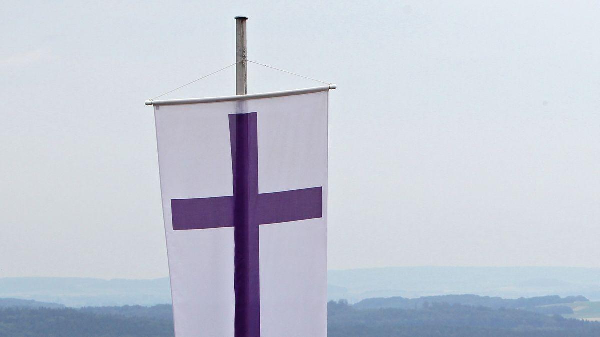 Fahne der evangelischen Kirche in Bayern (Symbolbild)