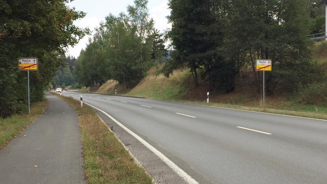 Straße von Marxgrün Richtung Naila mit Fahrradweg an der linken Seite