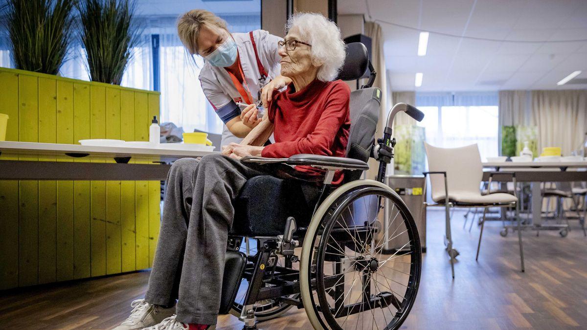 In Alten- und Pflegeheimen komme es in der Pandemie immer wieder zu gravierenden Hygienemängeln, sagt ein anonymer Mitarbeiter.