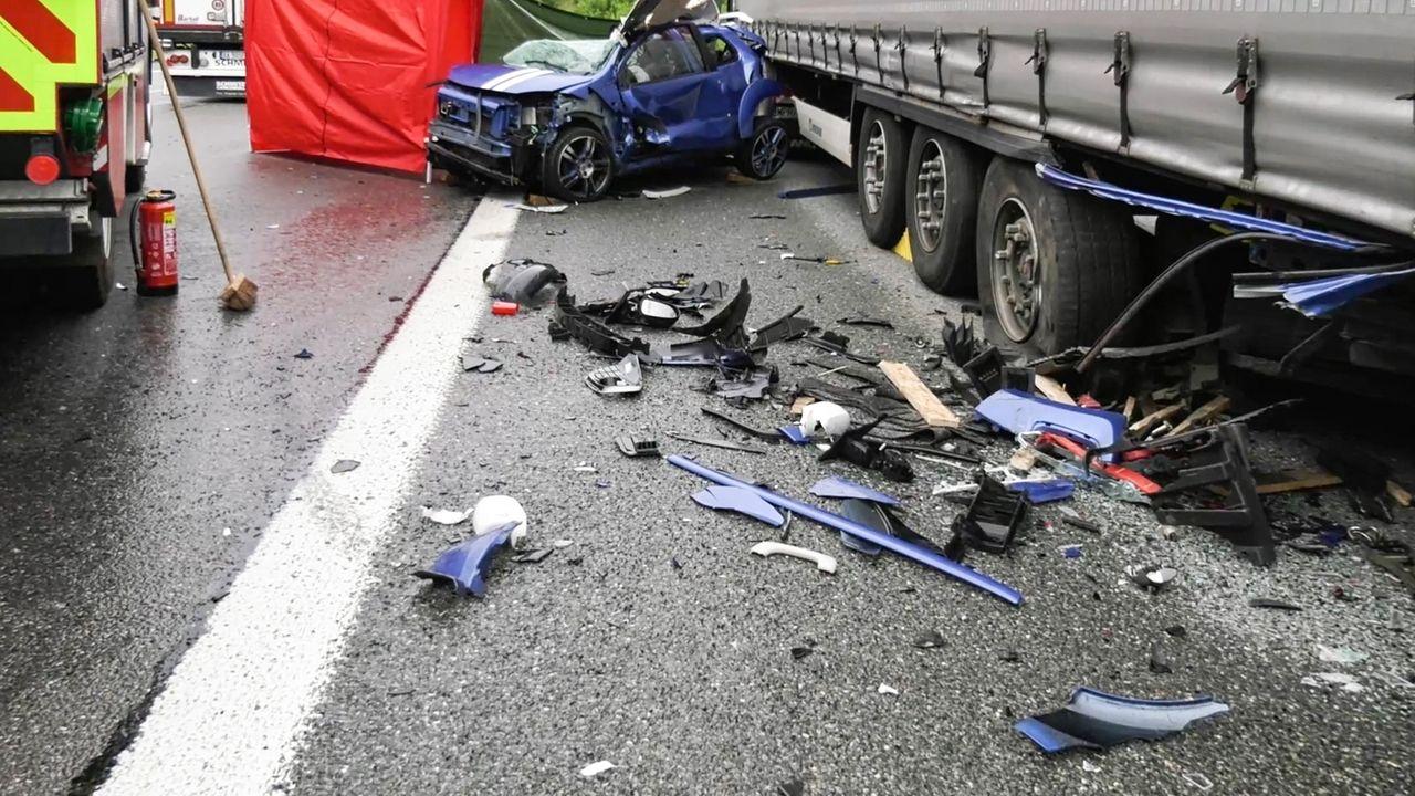 Autowrack nach tödlichem Unfall auf der A9