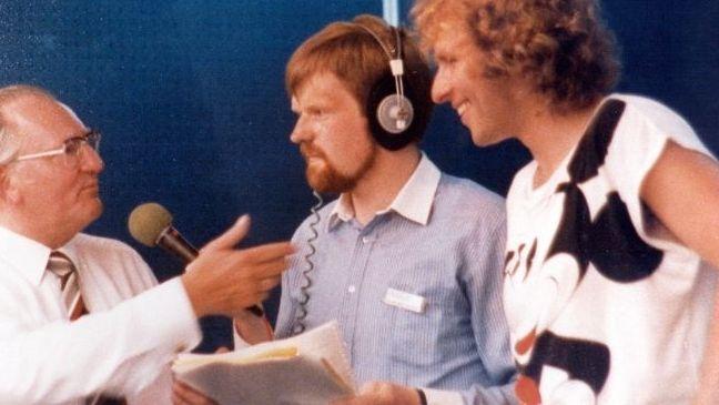 Thomas Gottschalk im mainfränkischen Mittagsmagazin 1985 zusammen mit BR-Moderator Eberhard Schellenberger und dem damaligen bayerischen Arbeitsminister Fritz Pirkl