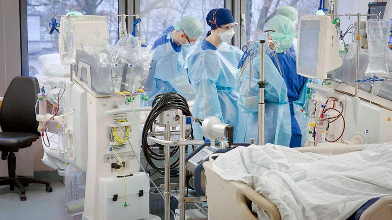 Die 7-Tage-Fallzahl und Inzidenz der Hospitalisierten als wichtige Corona-Kennzahlen stehen in der Kritik. | Bild:dpa-Bildfunk/Carl Gierstorfer