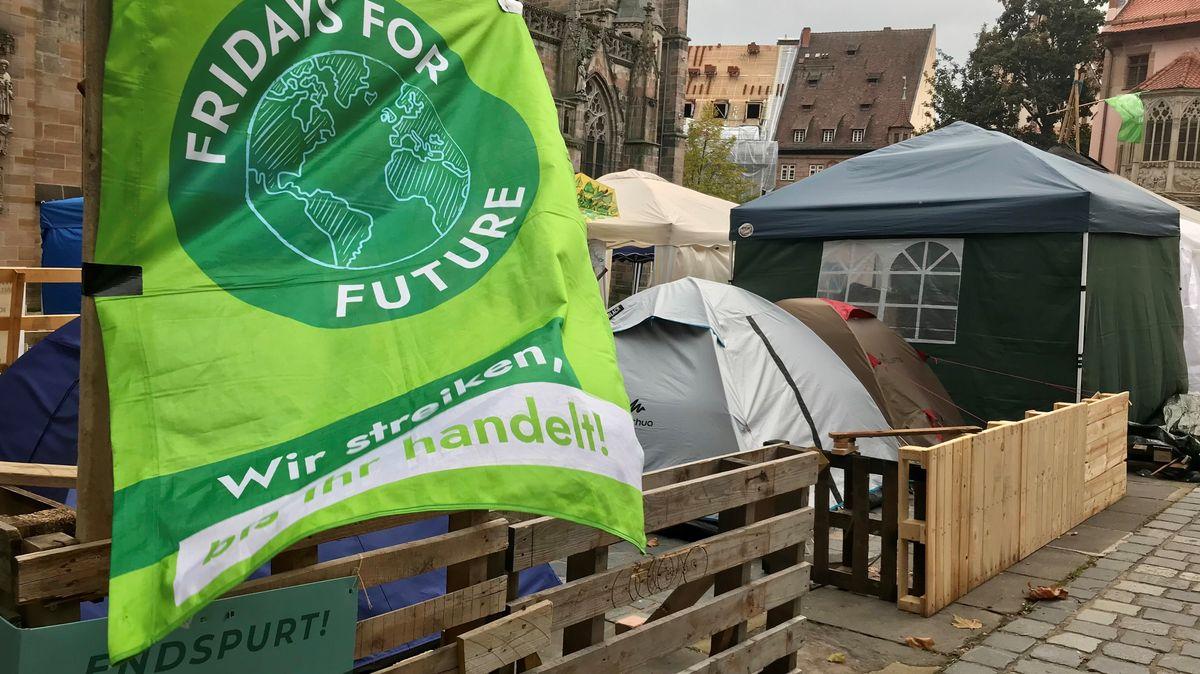 Fridays-For-Future-Banner am Nürnberger Klimacamp