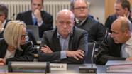 Der Angeklagte Wolbergs mit seinen Verteidigern im Landgericht Regensburg | Bild:dpa/pa/Armin Weigel