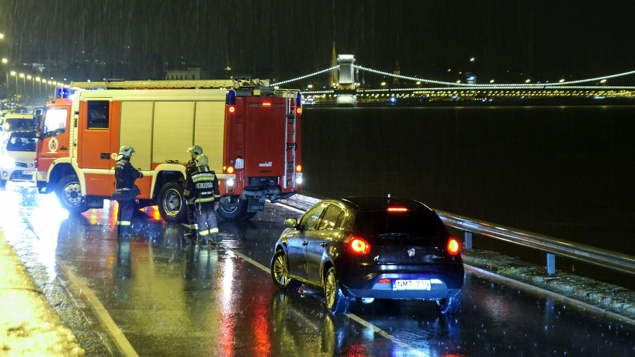 Rettungsarbeiten beim Schiffsunglück auf der Donau