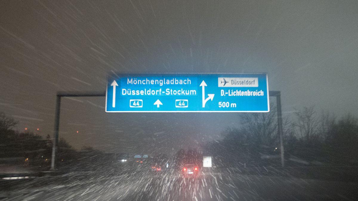 Eisregen auf einer Autobahn in NRW