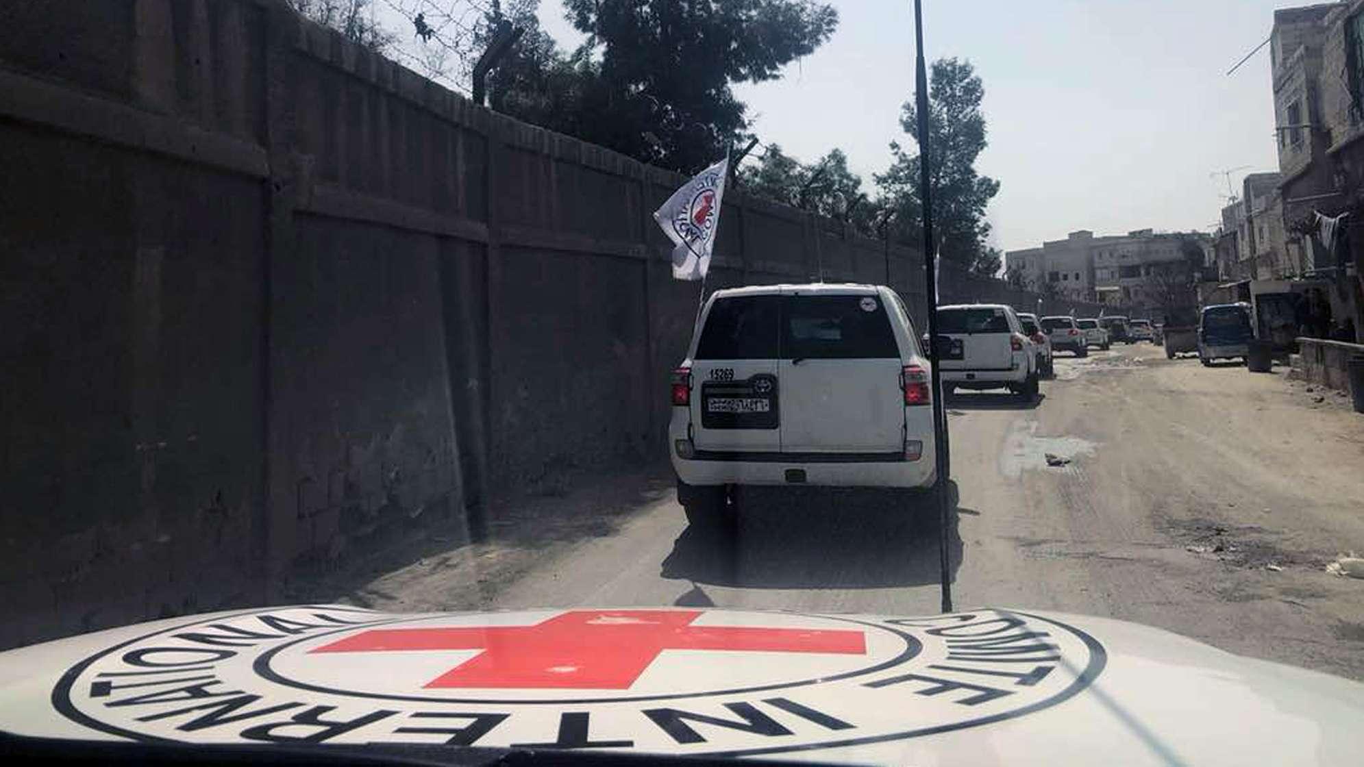 Symbolbild: Ein Konvoi des Roten Kreuzes durchquert im März 2018 Ost Ghouta, einen Vorort von Damaskus in Syrien.