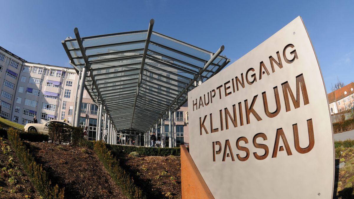 Der Haupteingang vom Klinikum Passau