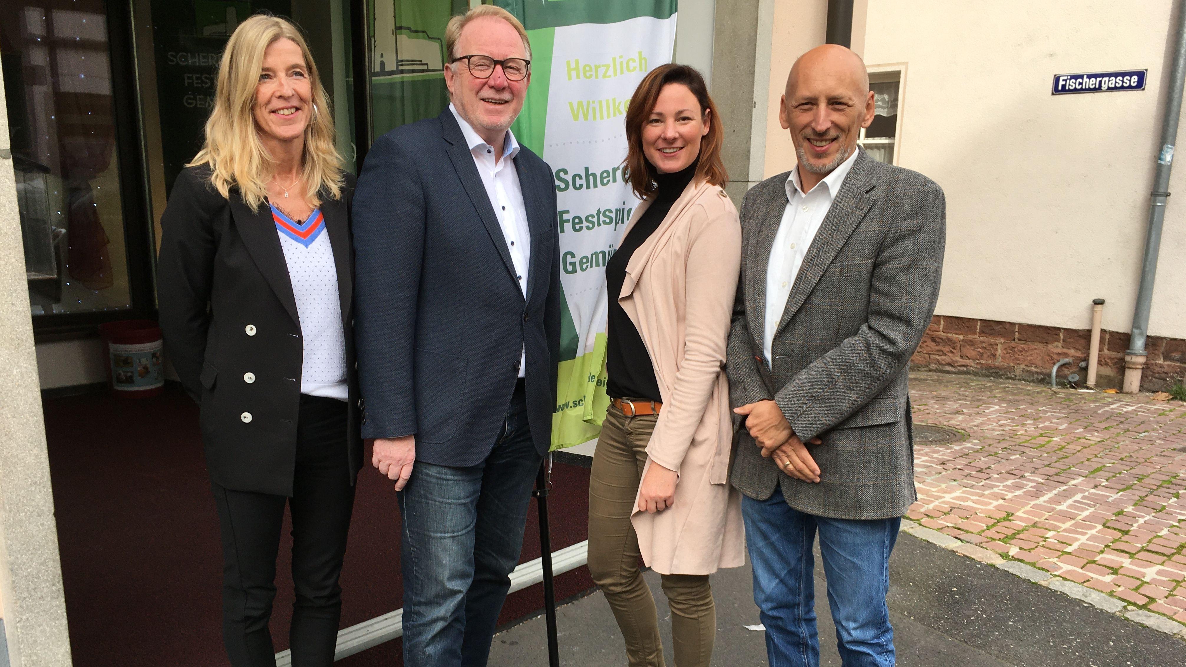 Stellten den Spielplan 2020 für die Scherenburg-Festspiele vor: Bianca Ditterich, Hans Michelbach, Julia Kiefer und Intendant Peter Cahn (v.l.n.r.)