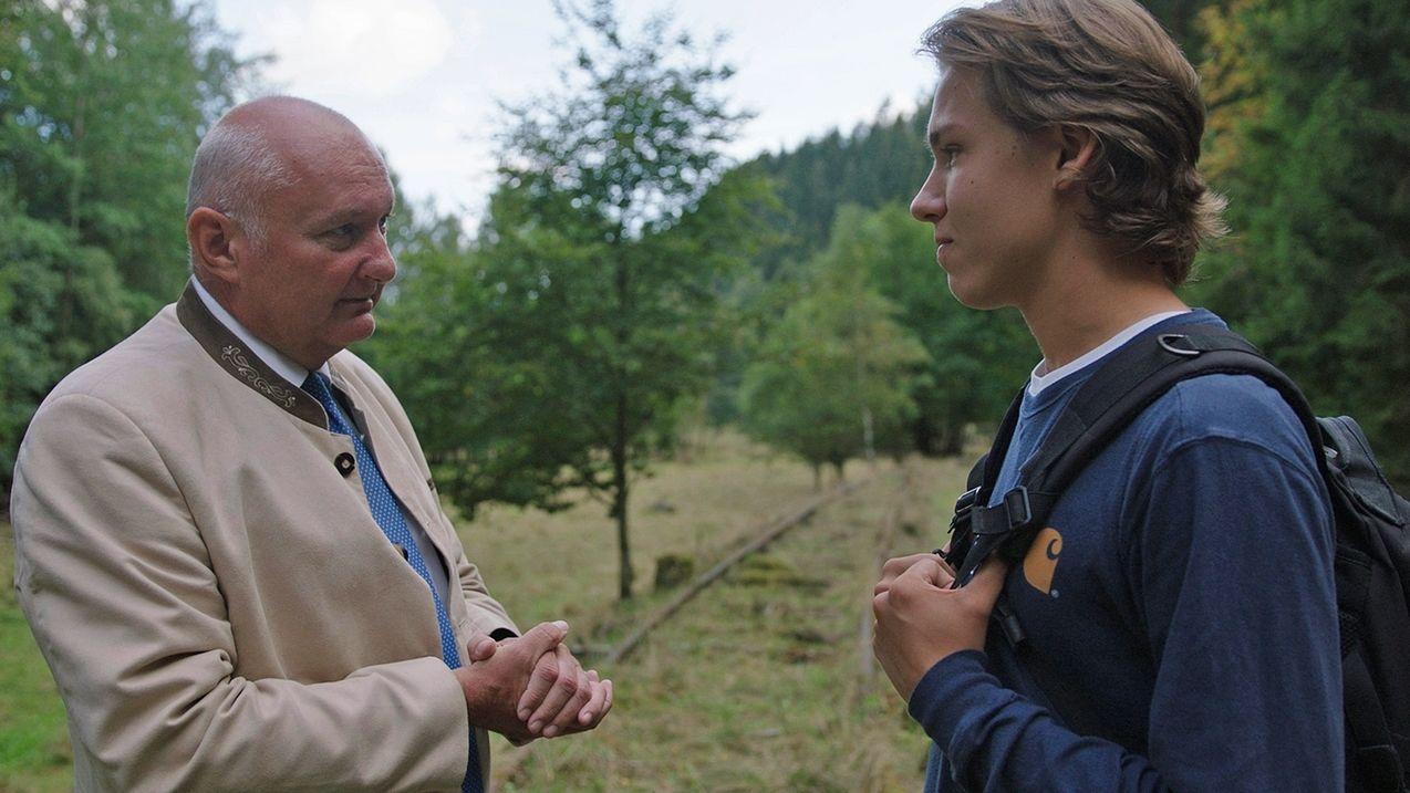 Peter Ebertsch (links) und Leon Oelschlagel (rechts) in Tettau (Lkr. Kronach)