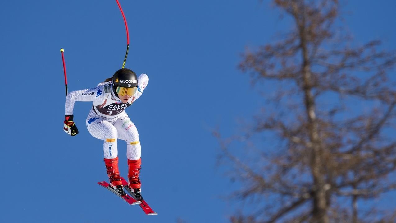 Sofia Goggia springt bei der Abfahrt in Crans Montana