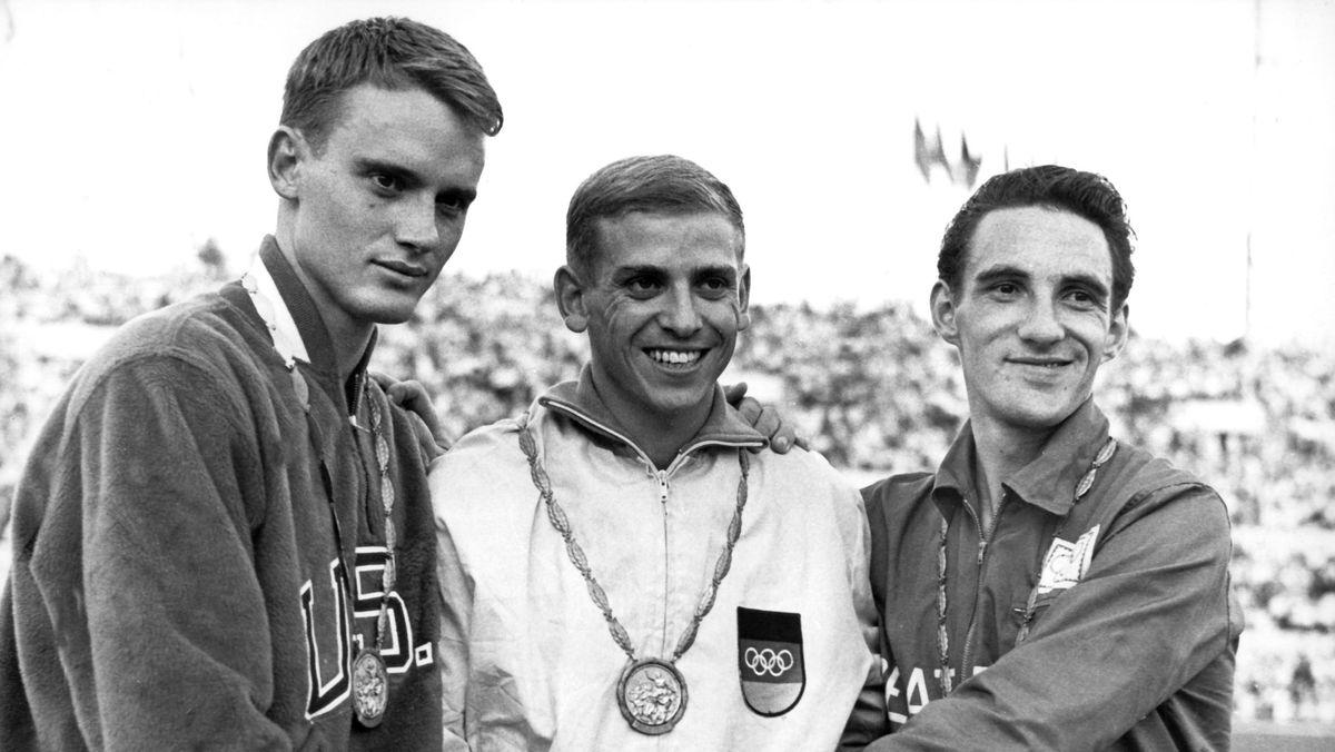 Olympia 1960: Gold-Gewinner Armin Harry (Mitte), Dave Sime (USA, links) und Peter Radford (Großbritannien)