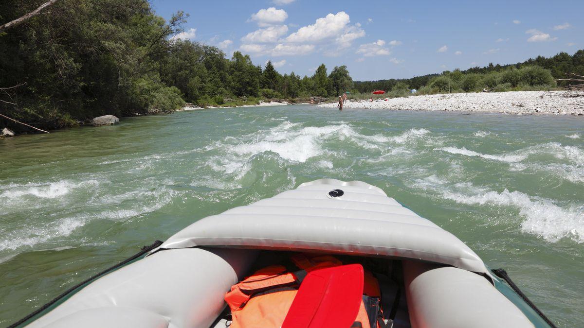 Viele zieht es gerade zum Baden an die Flüsse: Die Wasserwacht rät dringend davon ab.