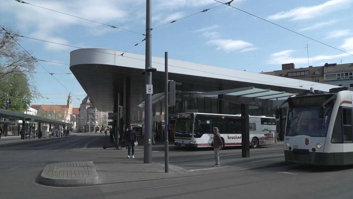 Blick auf das Haltestellendreieck am Augsburger Königsplatz