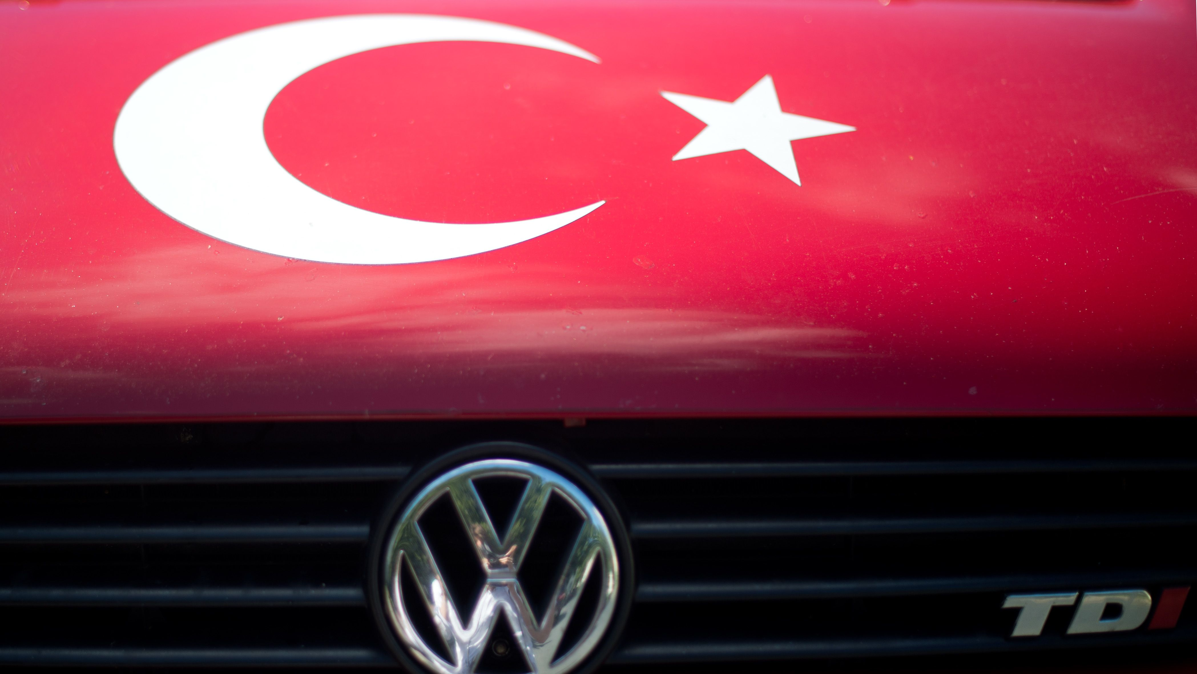 Das Symbol der Türkei, weißer Halbmond und Stern auf rotem Untergrund.