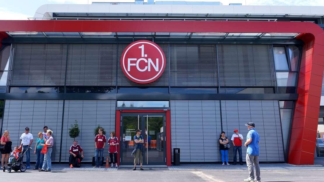 1. FC Nürnberg: Vereinsverwaltung mit Foyer und Museum am Sportpark Valznerweiher