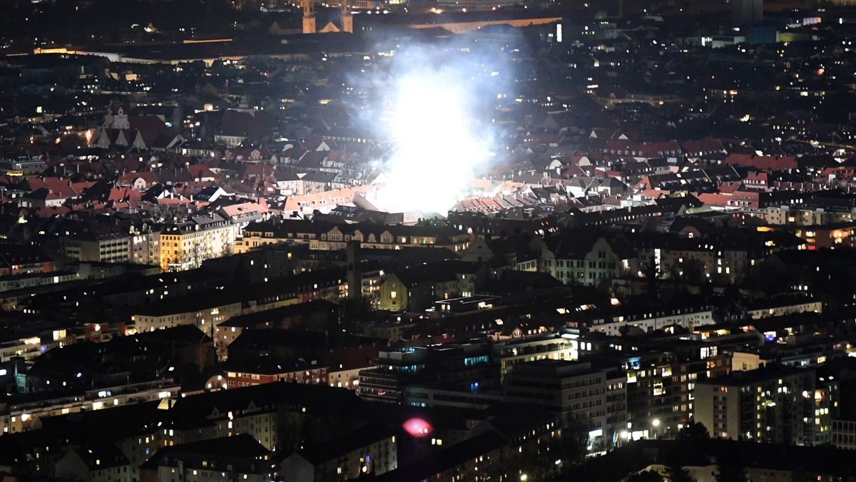 Einzelne Feuerwerkskörper wurden trotz Böller-Verkaufsverbot auch in München gezündet
