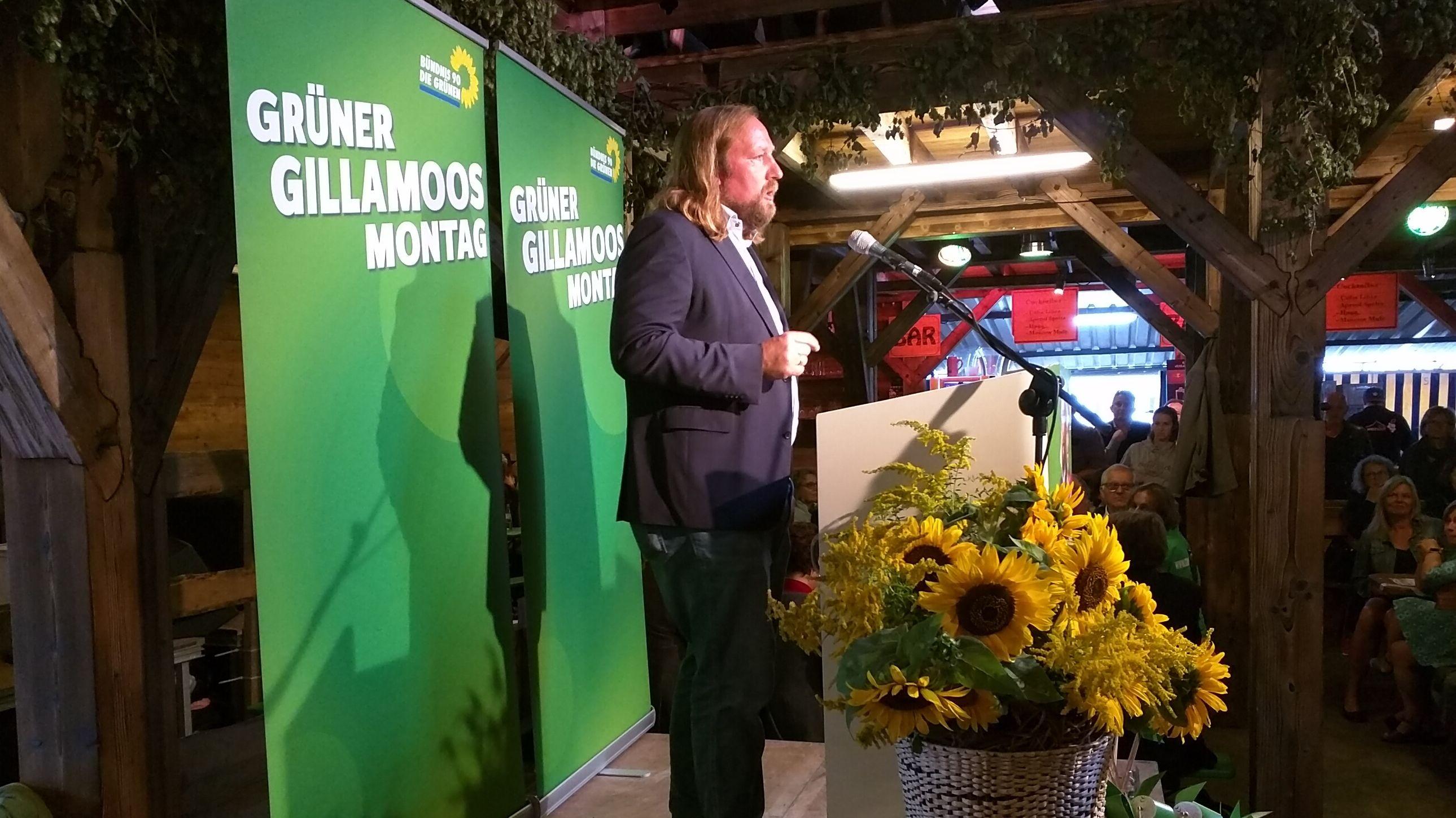 Grünen-Fraktionschef Hofreiter spricht für die Grünen beim Gillamoos.