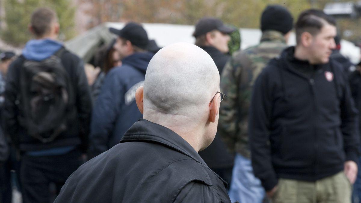 Nazi-Aufmarsch bei einer Demonstration (Symbolbild)