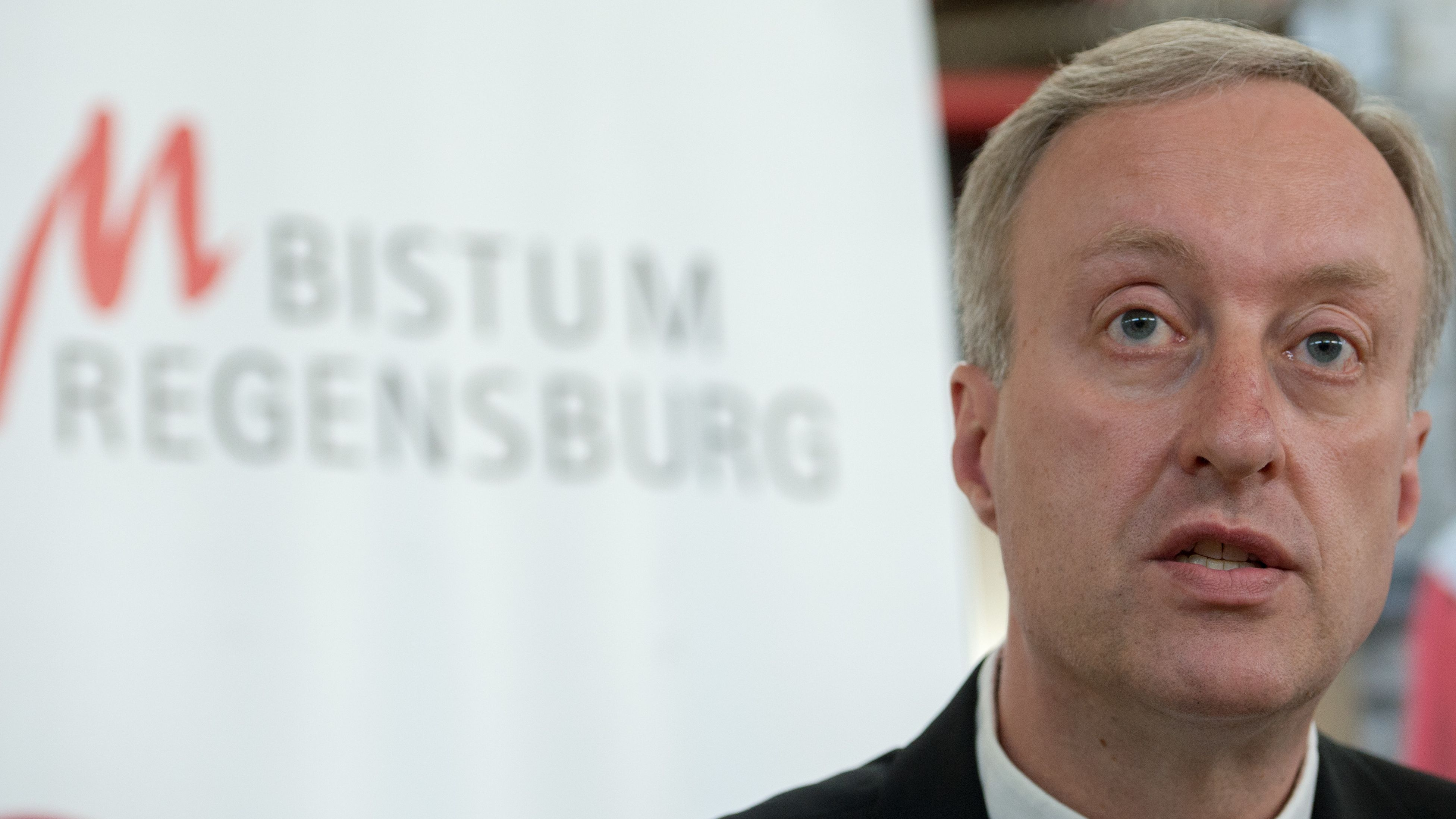 Generalvikar Michael Fuchs vom Bistum Regensburg hat das Klimaschutzkonzept verabschiedet.