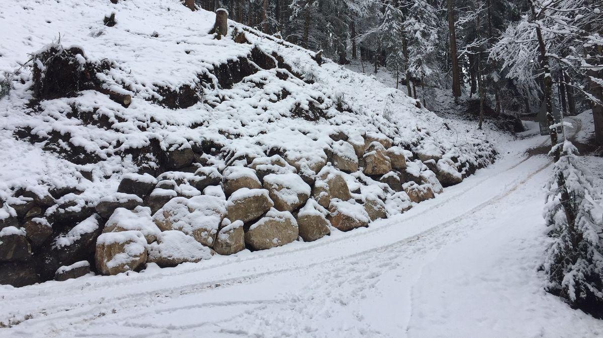 Straßensperrung wegen Erdrutsch, Foto vom 18.01.2020.